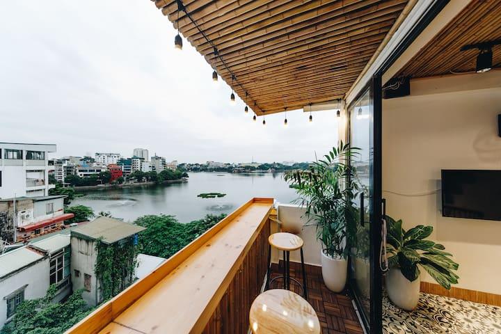 The Autumn-Lake view room,balcony, heart in Ha Noi