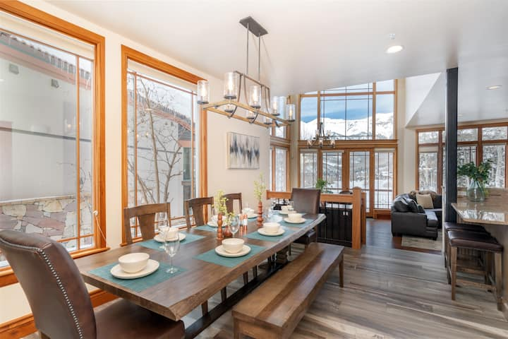 Incredibly Well-Appointed Mountainside Ski-In Ski-Out Condo with Refined Decor and a Private Hot Tub