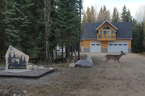 Family Friendly getaway - with Garage space!