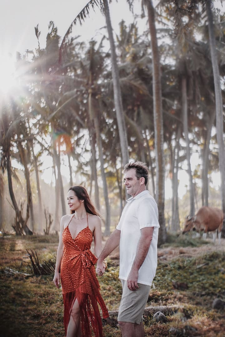 Couple shoot by the palm trees