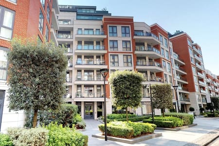Superb 2 Bed/ 2 Bath Stylish Apartment in London