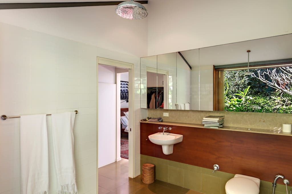 Main house - ensuite bathroom