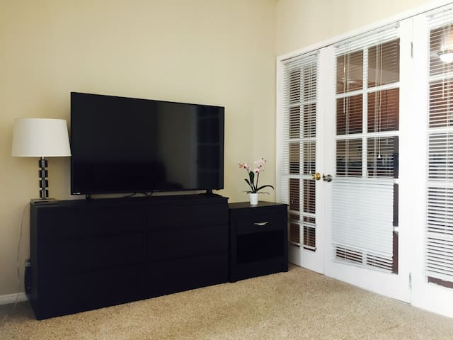 Private room in the very heart of Hollywood life! - Los Angeles - Apartment