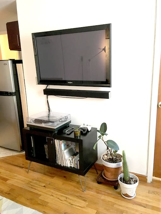 TV and sound bar, with ROKU featuring Netflix/Hulu/Amazon/HBO Go