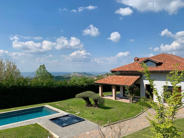 Pool villa in Barolo and white truffle heaven