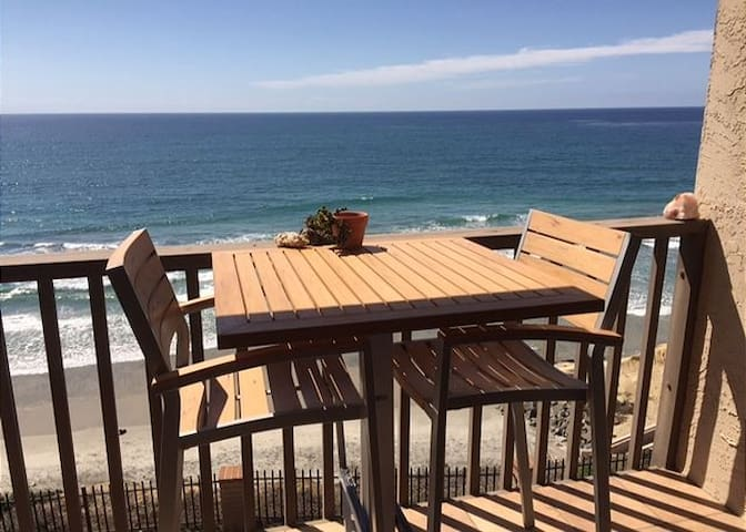 SURF'S UP! 1BR Oceanfront - MONTHLY SPECIALS