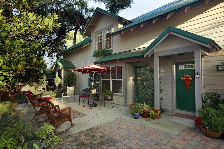 Mount Dora Hideaway Suite