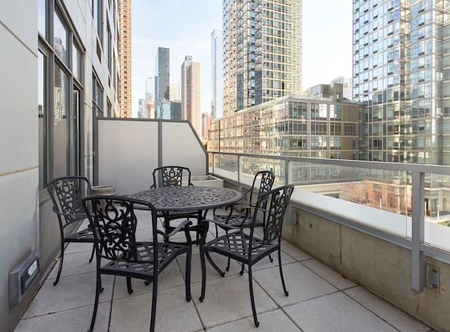 Lux Times Sq Full Amenity Apt with Large Terrace - New York - Apartment