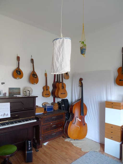 Zimmer mit Matratze