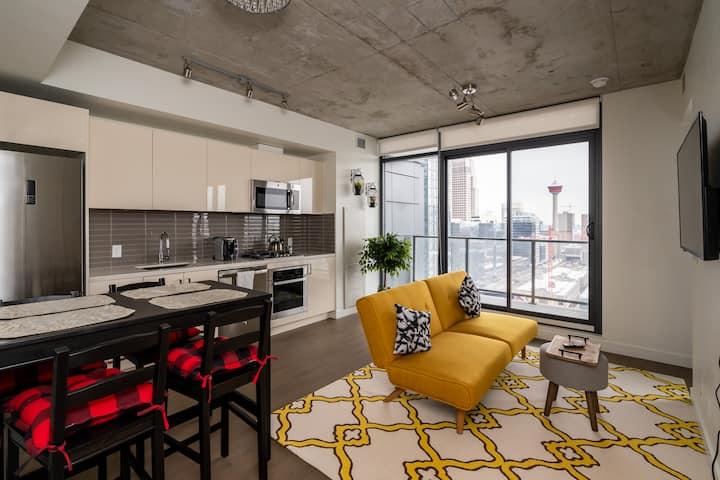 Executive Modern w/ Views of Calgary Skyline