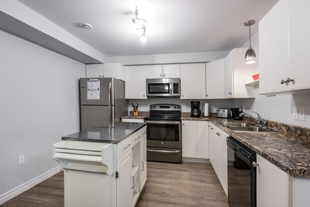 Recently renovated and fully equipped kitchen.