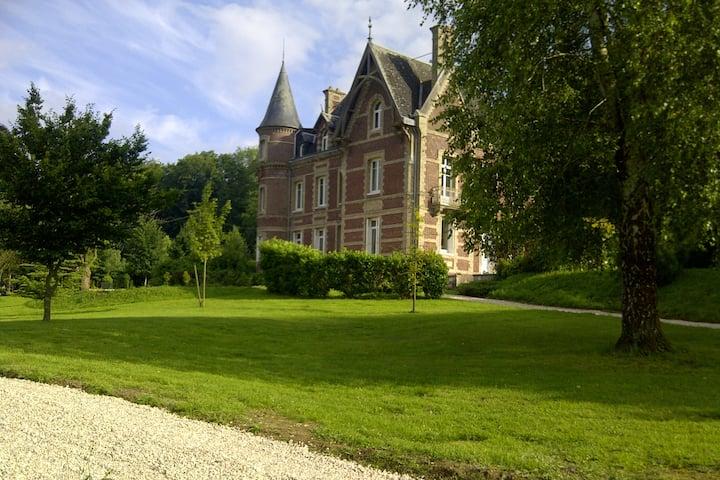 Château à la campagne très proche de Rouen