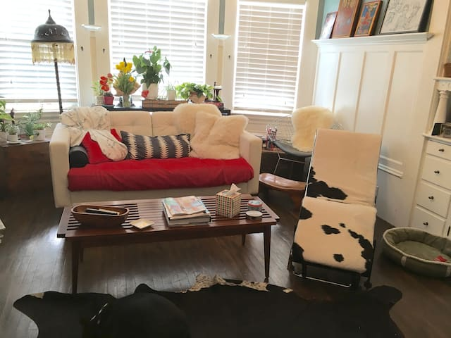 Stylish Eclectic Space with b/yard - Oakland - Apartment