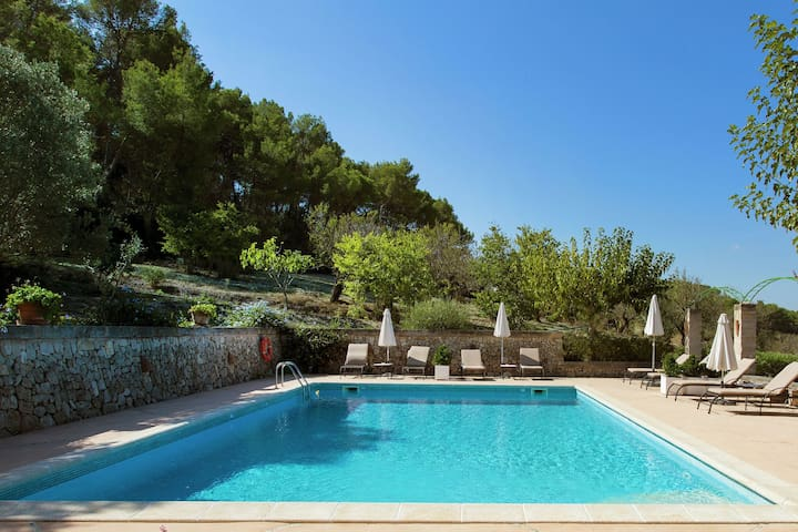 Several romantic cottages located very quiet in the beautiful nature of Mallorca