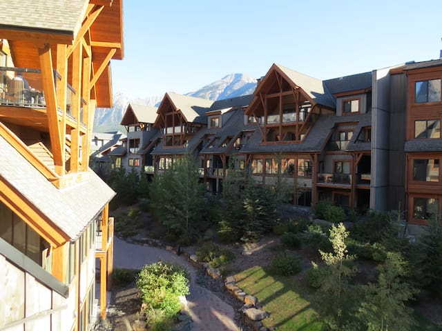 SOLARA: Gorgeous 1 Bedroom Luxury in the Mountains - Canmore - Apartment