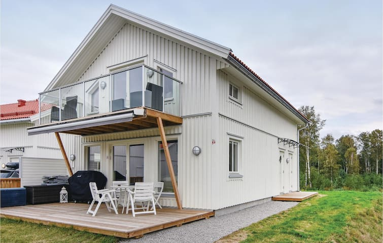Holiday cottage with 4 bedrooms on 103m² in Strömstad