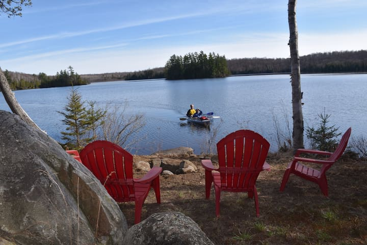 HEMLOCK HAVEN WATERFRONT COTTAGE - Natural Beauty! - Magnetawan - Hytte