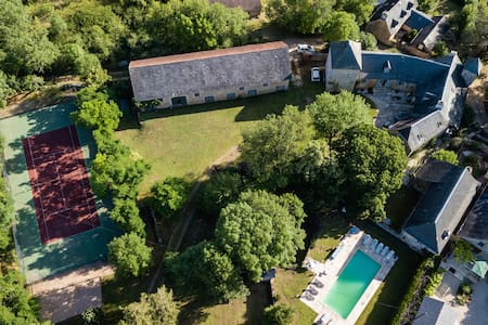 Amazing property with pool, tennis and huge garden