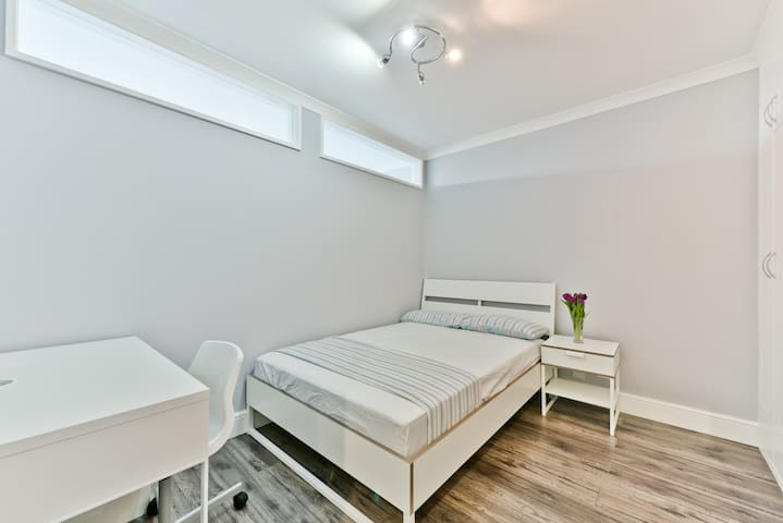 Amazing view, newly furnished room in King's Cross - Londyn - Apartament