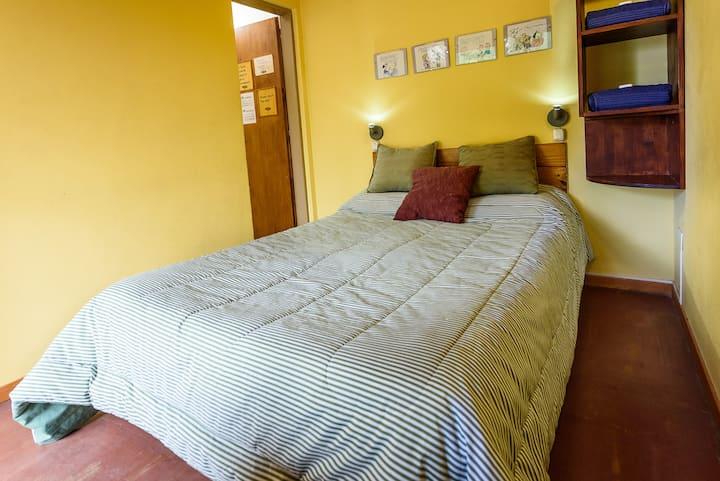 Doble Matrimonial baño compartido- La Tosca Hostel