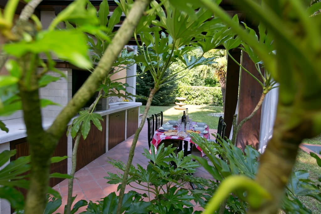 The outside dinning area
