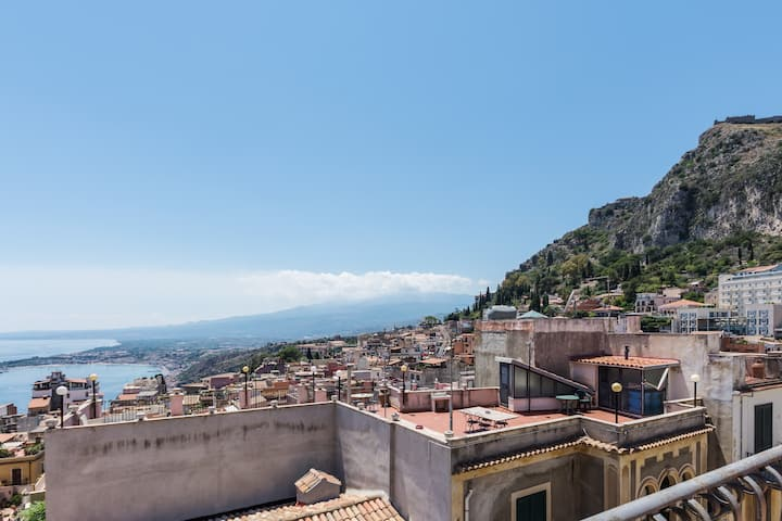 Panoramic Apartment - Taormina Center! Sea View!