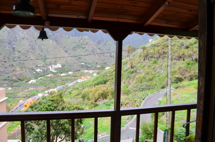 House with one bedroom in Hermigua, with wonderful mountain view, enclosed garden and WiFi - 3 km from the beach