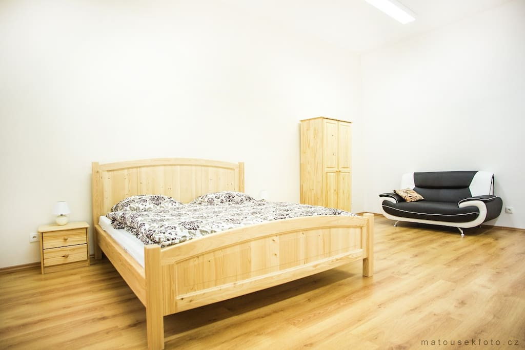 Room 3: Kings bed (180 x 200 cm), Sofa