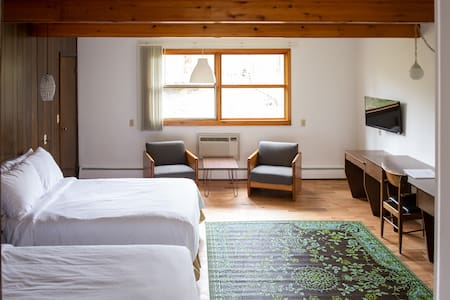 Treman Lodge double rooms are the largest square footage wise and have the option to connect to another double room via a full kitchen - making a giant suite that's perfect for a group of friends or family traveling together ♡