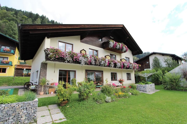 Nice apartment within walking distance of the lifts in Bad Kleinkirchheim ski resort