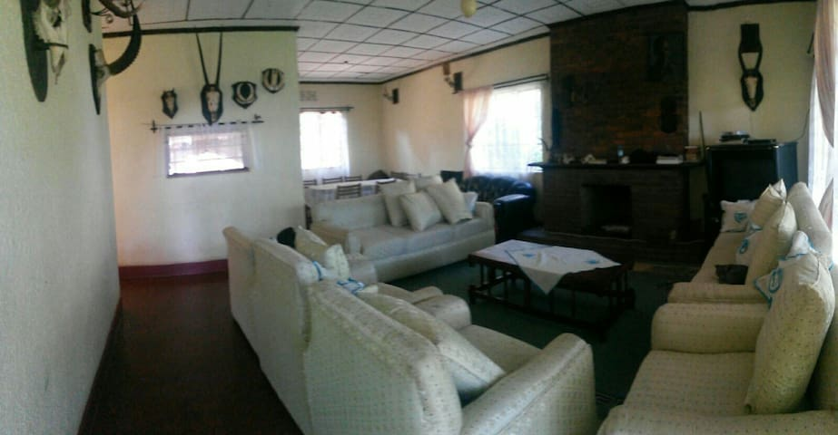 HOUSE OF LOVE & FUN, an African Family Experience - Arusha - Hus