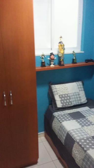 quarto solteiro/single badroom