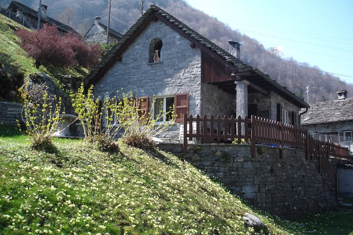 "Holiday House ""la Rustica"", Brione - Brione - House"