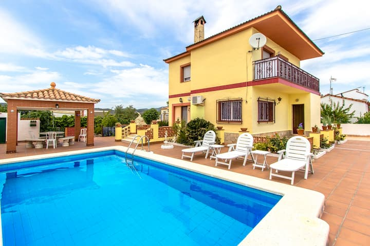 Catalunya Casas: Lovely Villa Avedon, a short drive from Tarragona beaches!
