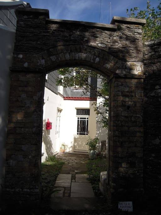 The entrance to The Old Rectory (on the left) and Church View Cottage, (straight ahead).