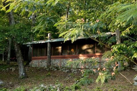 The Manor at Becks Lake cabin