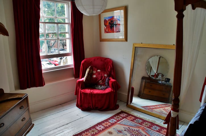 Beautiful double four poster room - Hereford - Huis