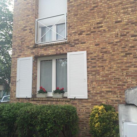 Maison dans quartier calme , - Saint-Brice-Courcelles - House