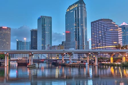 LOCATION LOCATION LOCATION! 1BD - HEART OF TAMPA - Lakás