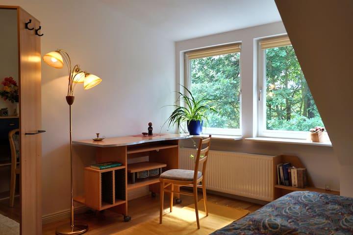 Schönes Doppelbettzimmer zum Arbeiten oder Relaxen