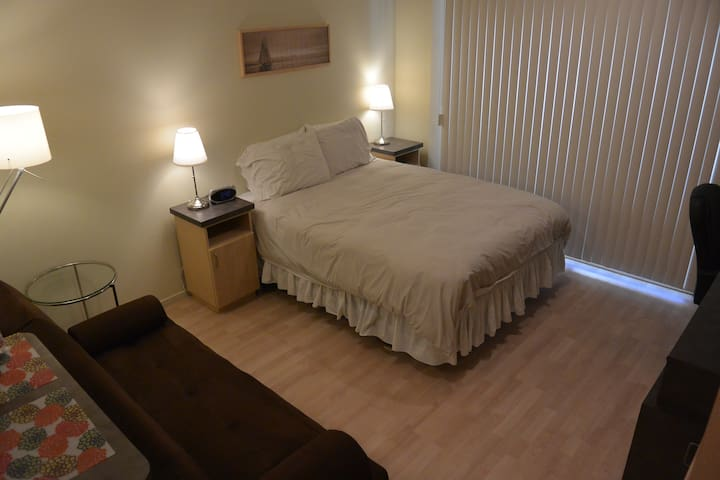 Santa Monica Furnished Studio Apartment!