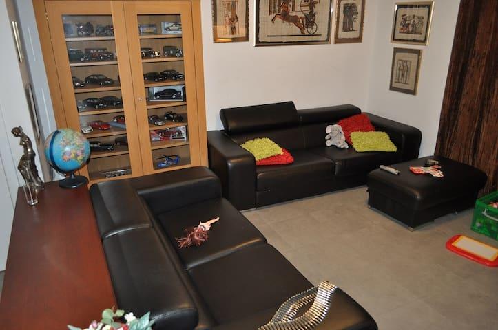 duplex appartement beschikbaar met 3 slaapkamers - Kortrijk - Apartamento
