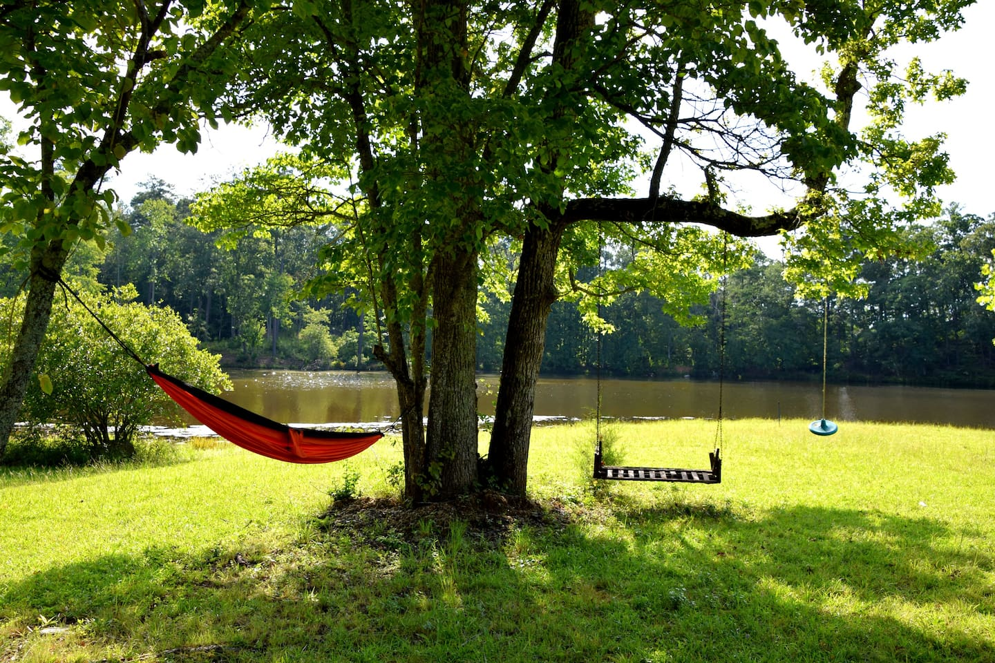 Peaceful hammock and swing right by the lake, perfect for the kids