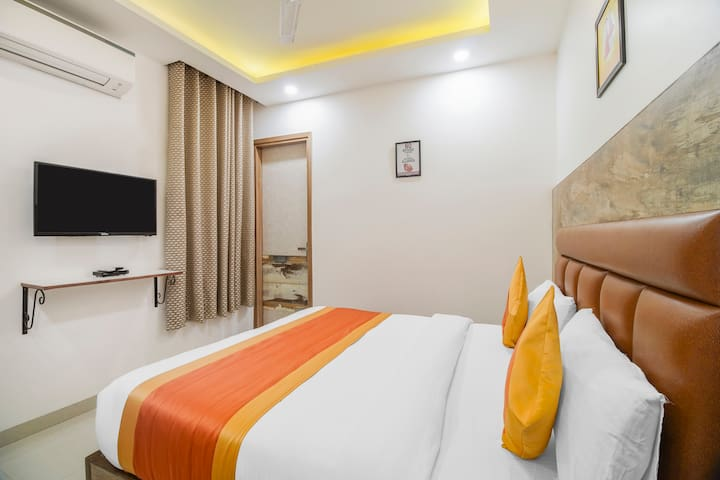 Room is equipped with free Wi-Fi service, Ac, Flat screen Tv, Mini bar and attached bathrooms with hot and cold water geyser, power backup, 24 hours' room service and 24 hours help desk, free parking.