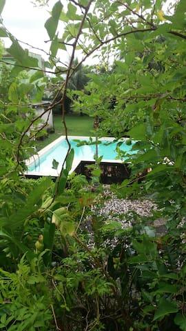 Ótima casa com piscina - Itaguaí - Huis