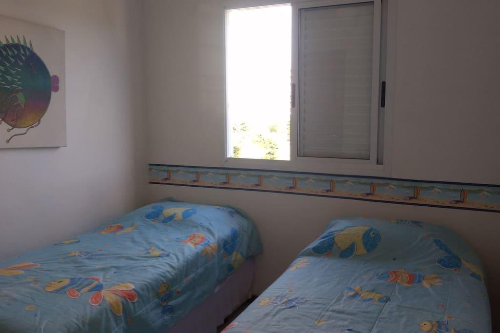 Quarto 2 camas e 2 embaixo.