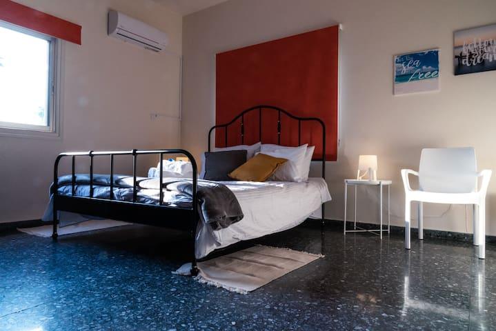 Spacious and Comfy en suite bedroom #7