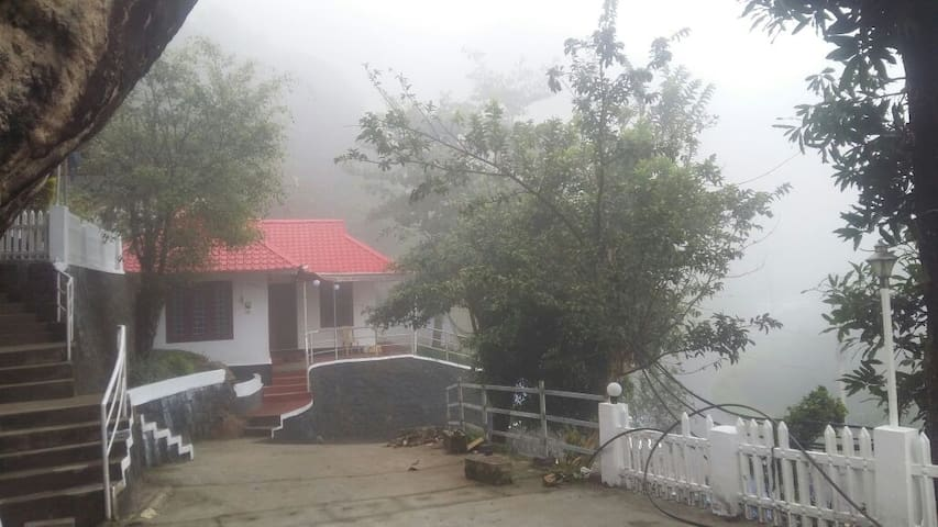Mountain Mist Independent Family Cottage - Munnar - Vila
