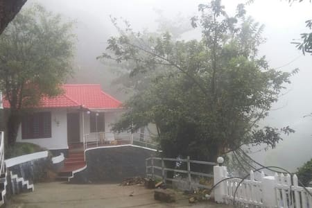 Mountain Mist Independent Cottage with 2 Bedrooms - Munnar