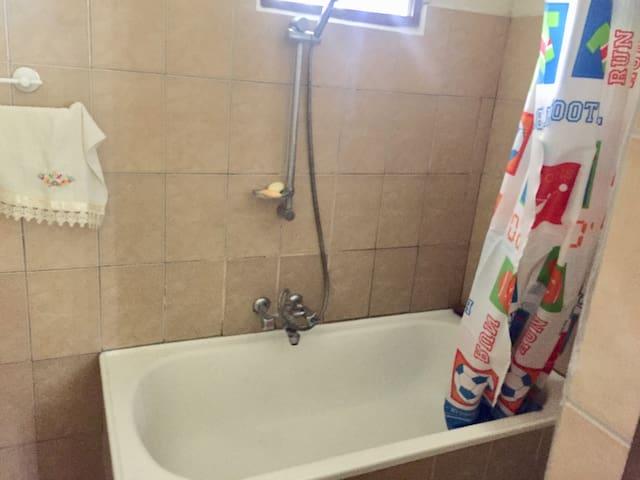 Bathtub master bedroom